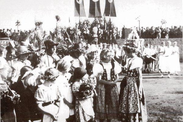 Versammlung auf dem Von-Hagen-Platz