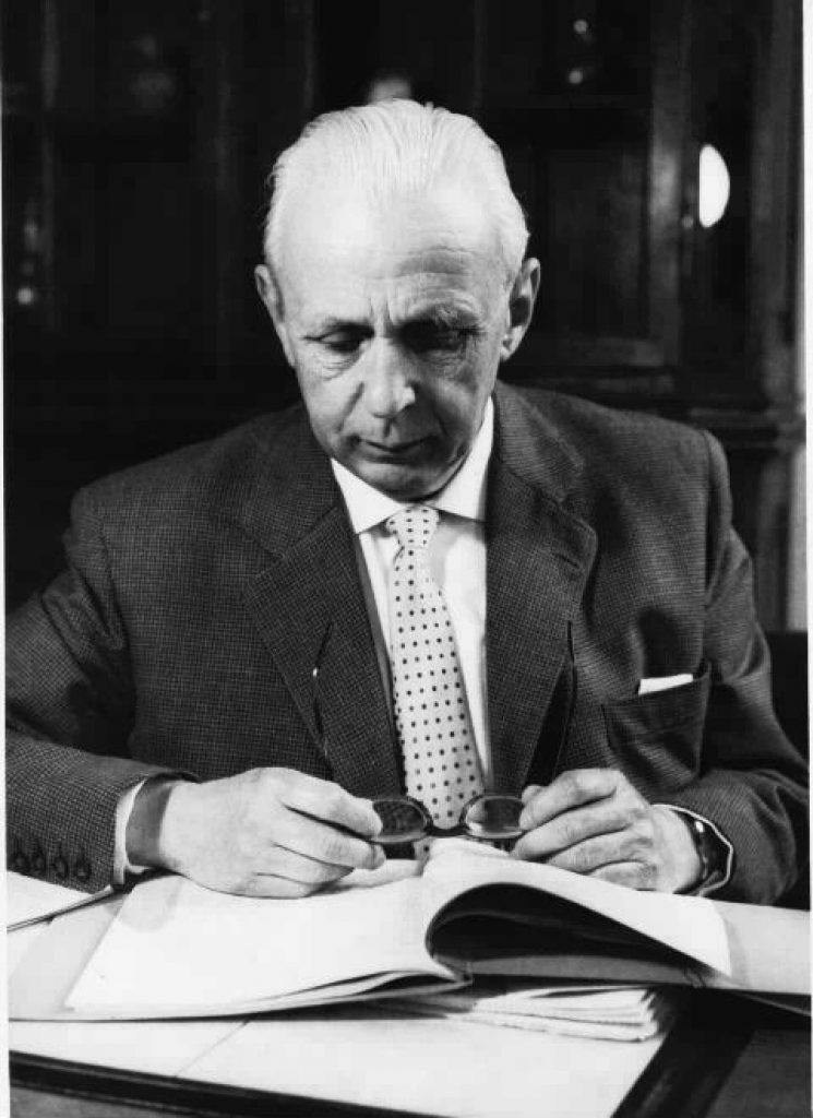Oberbürgermeister der Stadt Viersen i.d.J. 1945/46 und  Oberstadtdirektor von 1946 bis 1958.